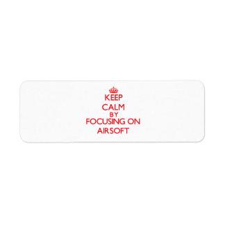 Guarde la calma centrándose encendido en Airsoft Etiqueta De Remite