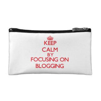 Guarde la calma centrándose encendido en Blogging
