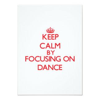 Guarde la calma centrándose encendido en danza