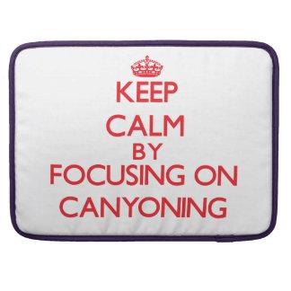 Guarde la calma centrándose encendido en descenso  funda para macbooks
