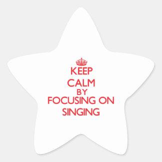 Guarde la calma centrándose encendido en el canto calcomanía cuadrada personalizada
