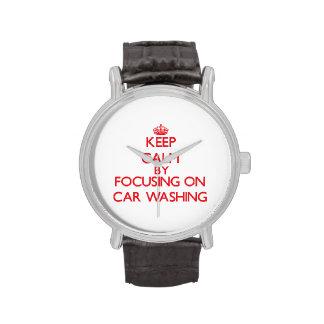 Guarde la calma centrándose encendido en el lavado relojes de pulsera