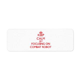Guarde la calma centrándose encendido en el robot etiquetas de remite