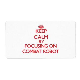 Guarde la calma centrándose encendido en el robot etiquetas de envío