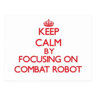 Guarde la calma centrándose encendido en el robot postales