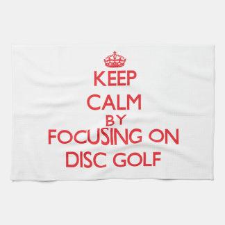 Guarde la calma centrándose encendido en golf del  toallas de mano