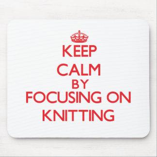 Guarde la calma centrándose encendido en hacer pun tapetes de ratón