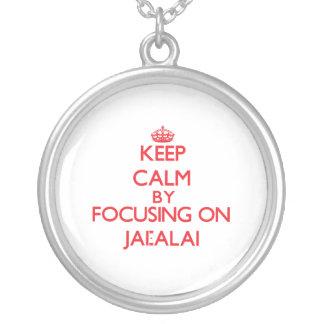 Guarde la calma centrándose encendido en Jai-Alai Grímpola