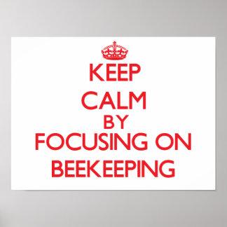 Guarde la calma centrándose encendido en la apicul impresiones