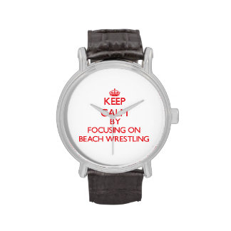 Guarde la calma centrándose encendido en la playa  reloj
