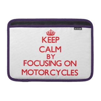 Guarde la calma centrándose encendido en las motoc funda  MacBook