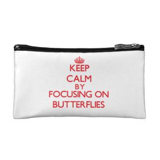 Guarde la calma centrándose encendido en mariposas