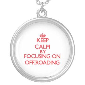 Guarde la calma centrándose encendido en Off-Roadi Pendiente Personalizado