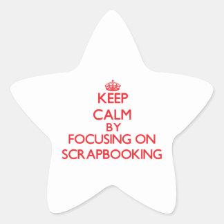 Guarde la calma centrándose encendido en calcomanía cuadrada