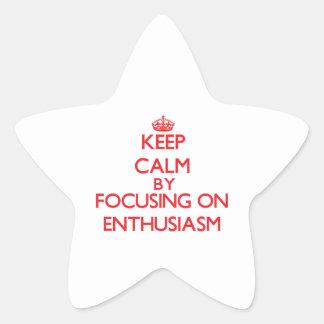 Guarde la calma centrándose encendido en pegatina en forma de estrella