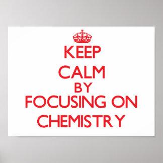 Guarde la calma centrándose encendido en química impresiones