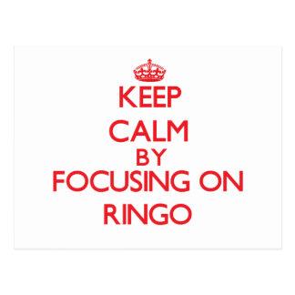 Guarde la calma centrándose encendido en Ringo Postales