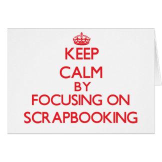 Guarde la calma centrándose encendido en Scrapbook Felicitación