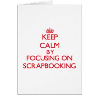 Guarde la calma centrándose encendido en Scrapbook Tarjetón