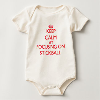 Guarde la calma centrándose encendido en Stickball Body De Bebé