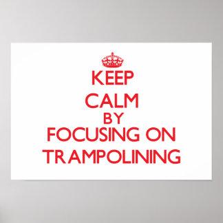 Guarde la calma centrándose encendido en Trampolin Posters