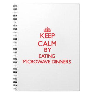 Guarde la calma comiendo cenas de la microonda libreta espiral