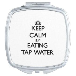 Guarde la calma comiendo el agua del grifo espejos para el bolso