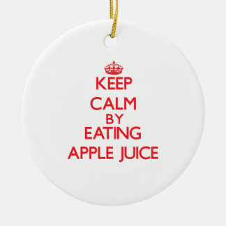 Guarde la calma comiendo el zumo de manzana adorno redondo de cerámica