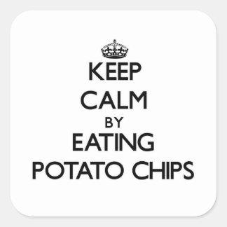 Guarde la calma comiendo las patatas fritas pegatina cuadrada
