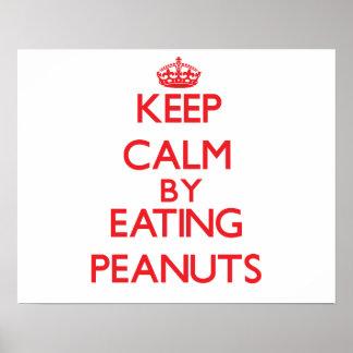 Guarde la calma comiendo los cacahuetes poster