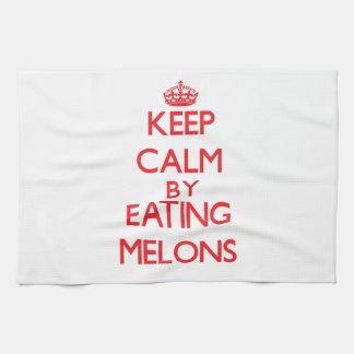 Guarde la calma comiendo los melones toalla de mano