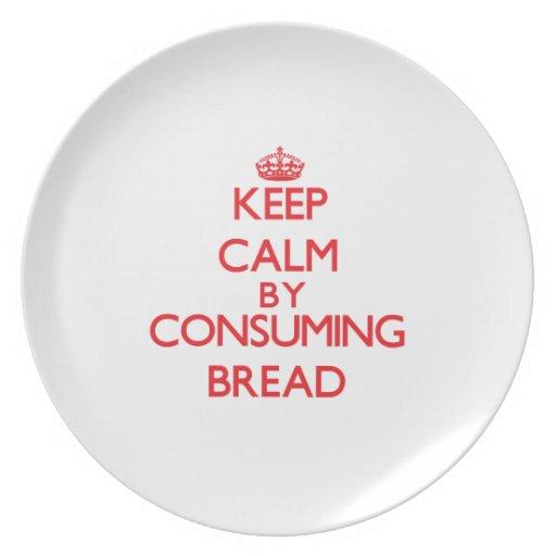 Guarde la calma consumiendo el pan plato de comida