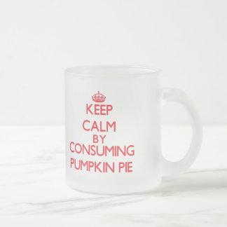 Guarde la calma consumiendo el pastel de calabaza tazas