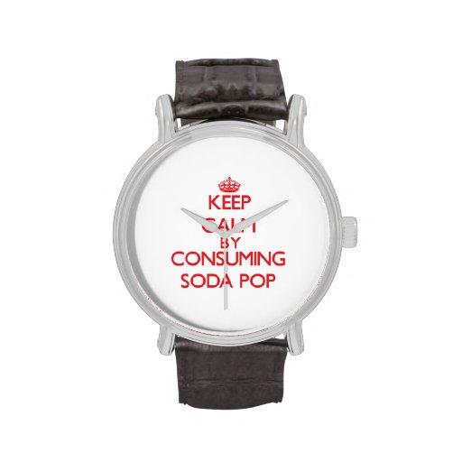 Guarde la calma consumiendo gaseosa reloj de mano
