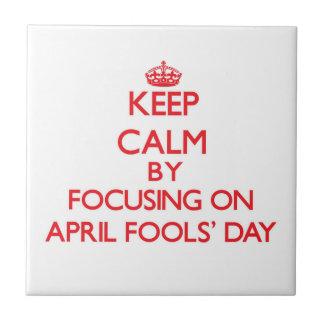 Guarde la calma enfocando en abril el día de los azulejos
