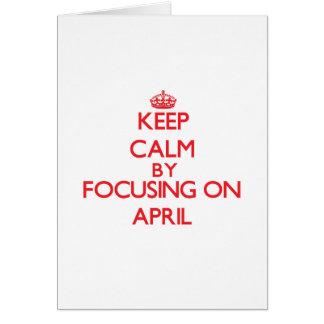 Guarde la calma enfocándose en abril tarjeta de felicitación