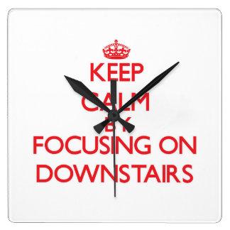 Guarde la calma enfocándose encendido abajo reloj
