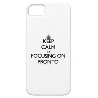 Guarde la calma enfocándose encendido aprisa iPhone 5 Case-Mate protectores