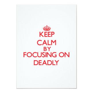 Guarde la calma enfocándose encendido muerto invitaciones personales