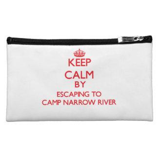 Guarde la calma escapándose a acampar río estrecho