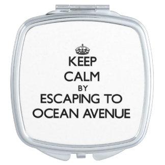 Guarde la calma escapándose a la avenida Massachus Espejo Maquillaje
