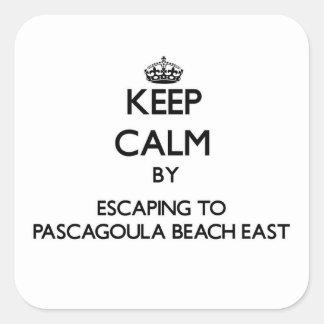 Guarde la calma escapándose a la playa al este Mis Pegatina Cuadrada
