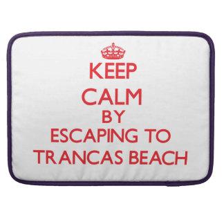 Guarde la calma escapándose a la playa California  Fundas Para Macbook Pro