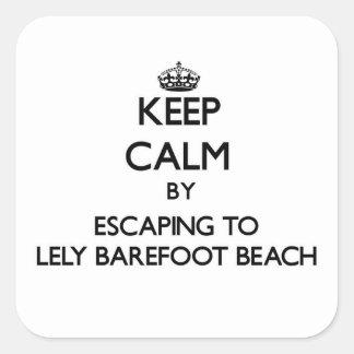 Guarde la calma escapándose a Lely descalzo para Calcomanías Cuadradass