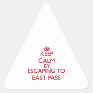 Guarde la calma escapándose al paso del este la pegatina trianguladas personalizadas