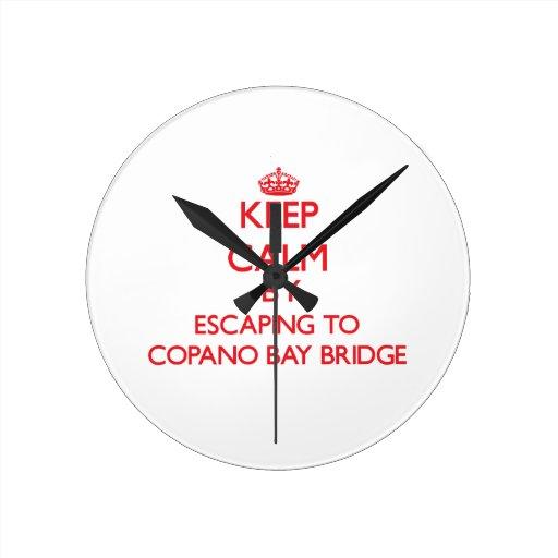 Guarde la calma escapándose al puente Tejas de la  Relojes De Pared