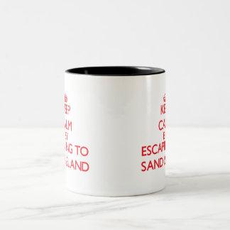 Guarde la calma escapándose para enarenar la isla taza de café