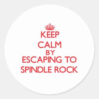 Guarde la calma escapándose para orientar la roca pegatinas redondas