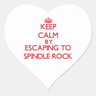 Guarde la calma escapándose para orientar la roca pegatina de corazón