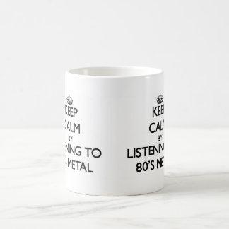 Guarde la calma escuchando el METAL de los años 80 Taza Básica Blanca